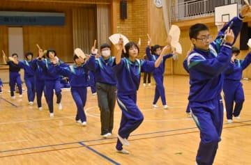 夏井大梵天神楽の練習に励む夏井中生