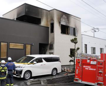 火災で焼け焦げた住宅=19日午前、札幌市手稲区