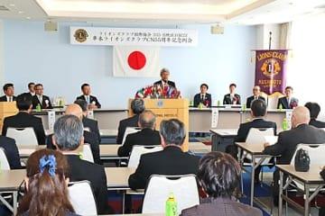 【約50人が出席した串本ライオンズクラブ55周年記念例会(18日、和歌山県串本町サンゴ台で)】