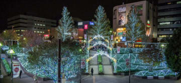 東戸塚駅で10万個のイルミネーション 15分毎にショータイムも