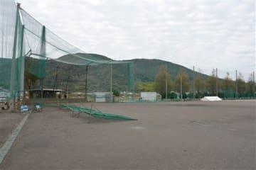 練習試合中、頭にボールが当たり野球部員が死亡する事故が起きた熊本西高のグラウンド=19日、熊本市西区
