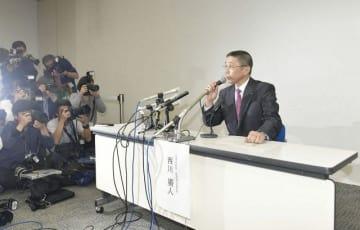 会見する西川広人社長=19日午後10時5分、横浜市西区の日産グローバル本社
