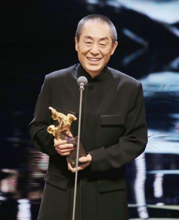 台湾の映画祭、金馬奨で最優秀監督賞を受賞した中国の張芸謀監督=17日、台北市内(中央通信社=共同)