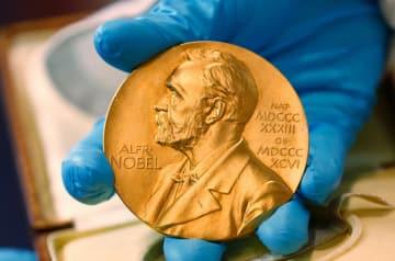 ノーベル賞のメダル(AP=共同)