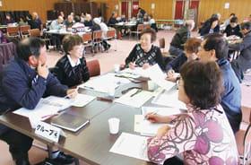 互いにサロンの近況や取り組みを情報交換する参加者(提供写真)