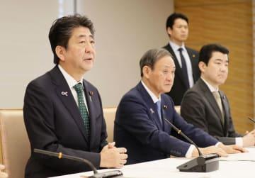 皇位継承を巡る式典委員会の会合で発言する安倍首相=20日午前、首相官邸