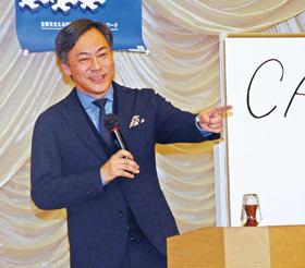 税を考える週間行事で講演する経済アナリストの田嶋氏
