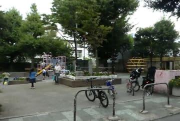 小浜藩邸があった矢来町の一角にある矢来公園=2018年10月、東京都新宿区矢来町