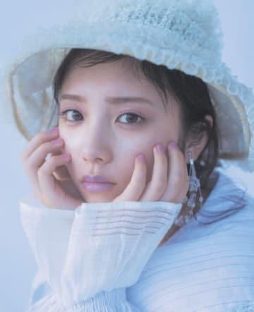 女性ファッション誌「LARME」037 Janに登場したアイドルグループ「乃木坂46」の与田祐希さん
