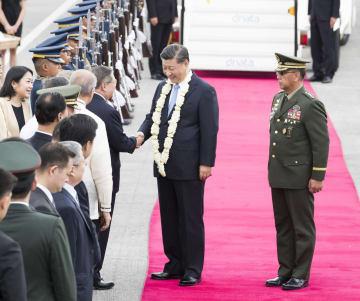 習近平主席、フィリピン到着 公式訪問開始