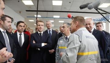 ルノーグループのフランス工場を視察したエマニュエル・マクロン大統領とル・メール経済財務大臣。ルノーグループのカルロス・ゴーン会長兼CEOと