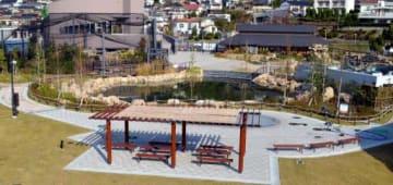 福谷産業が落札、施工した徳山動物園の池(中央)と芝生広場