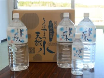 来年3月末で製造が中止されることになった「うぶやまの水」=産山村