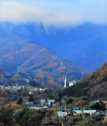うっすら雪化粧 谷川岳