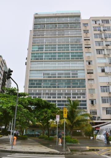 ブラジル・リオデジャネイロのコパカバーナ海岸沿いにあるカルロス・ゴーン容疑者が利用していたとみられるマンション=20日(共同)