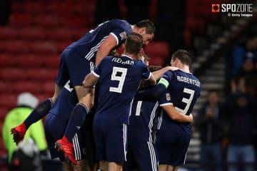 逆転勝利したスコットランドがリーグ昇格に