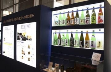 文科省で行われている新大の企画展示=東京・霞が関
