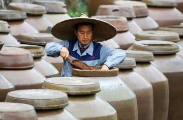 伝統の製法守る「赤水晒酢」 貴州省赤水市