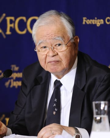 16日に死去した元経団連会長の米倉弘昌氏=2015年11月、東京・有楽町