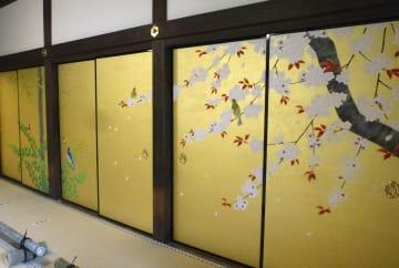 ふすま絵「花鳥浄土」が公開された当麻寺奥院「大方丈」の「四季花鳥の間」=21日午後、奈良県葛城市