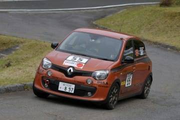 新城ラリーにRR車のルノー・トゥインゴGTが初参戦し8位完走。2019年は全日本ラリーへフル参戦