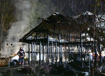 火災で全焼した建物=22日午前3時44分、福島県小野町