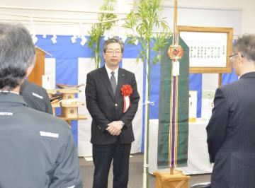 三沢事務所の開所式であいさつする増山宏社長=21日、三沢市
