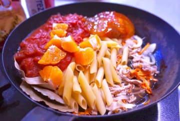 旬のフルーツのミカンと冷凍柿を使ったパスタ