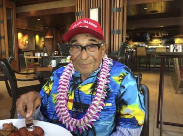 真珠湾攻撃を経験した最高齢の米退役軍人で、死去したレイモンド・チャベス氏=2016年12月、米ハワイ州ホノルル(AP=共同)