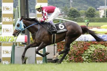 平地競走で初勝利を挙げたオジュウチョウサン=7月7日、福島競馬場