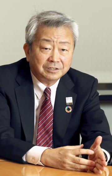 インタビューに答えるNTTの澤田純社長