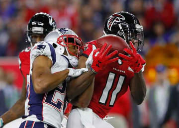 Falcons WR Julio Jones hires dive team to search for lost earring
