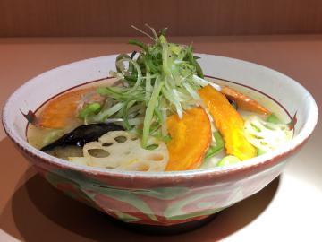 「彩り野菜の塩たん麺」