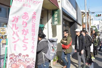 大判焼きを販売する甘太郎に行列ができた「大洗あんこう祭」=18日、大洗町磯浜町