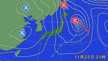 22日午後9時の天気図