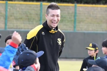 野球教室で笑顔を見せるソフトバンク・千賀滉大【写真:藤浦一都】