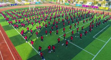 学校で知るサッカーの楽しさ 河北省棗強県