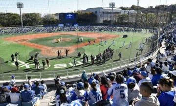 ファンで埋まった横須賀スタジアム