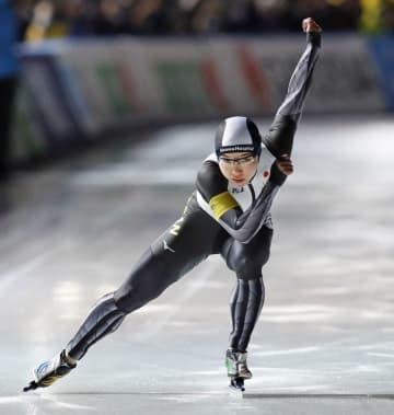 女子500メートル 38秒03で優勝した小平奈緒。この種目での連勝を32に伸ばした=苫小牧市ハイランドSC