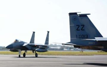 10月の日米共同訓練で新田原基地に飛来した米戦闘機。新田原における緊急時の米軍使用施設整備を巡り、住民からはさまざまな不安の声が聞こえる=新富町