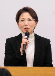 被害者支援の重要性を訴える磯谷富美子さん=神戸市勤労会館
