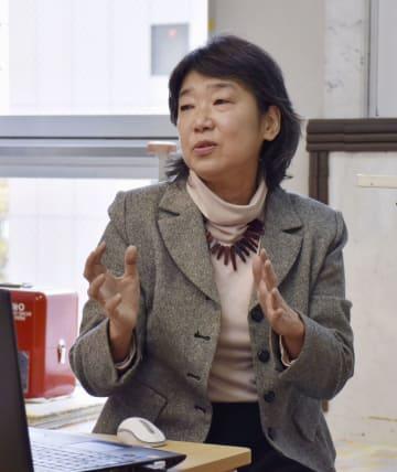 東日本大震災の被災女性から聞いた体験談などを講演する千葉直美さん=24日午後、仙台市青葉区