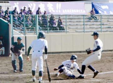 宇和島東高など宇和島市内の高校野球部が鹿児島実業高と戦った親善試合
