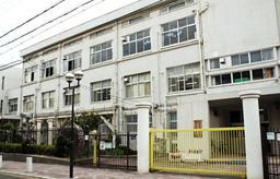 重度脳性まひの男性が不合格となった神戸市立楠高校=同市兵庫区松本通1