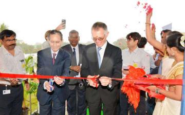 新工場の開所式の様子=22日、タミルナド州(CKビルラ・グループ提供)