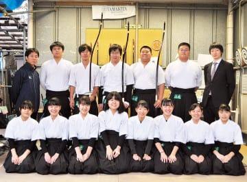 山北高校弓道部の顧問と生徒