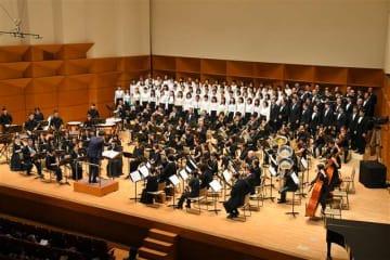 217人が吹奏楽と合唱で「大いなる秋田」を披露した東京公演