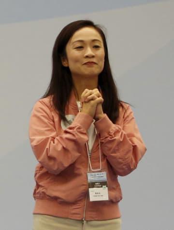 26日、香港立法会の補欠選挙で当選した陳凱欣氏(ロイター=共同)