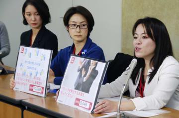 記者会見でハラスメント禁止法の必要性を訴える新村響子弁護士(右)ら=26日午前、厚労省