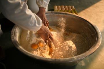 「針に通るほどの細い麺」、石家荘名物「藁城宮麺」